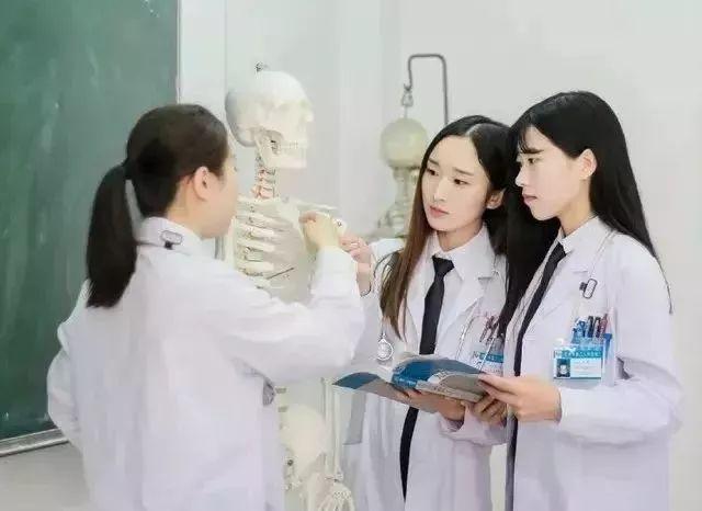 医学生的毕业照就该这么拍